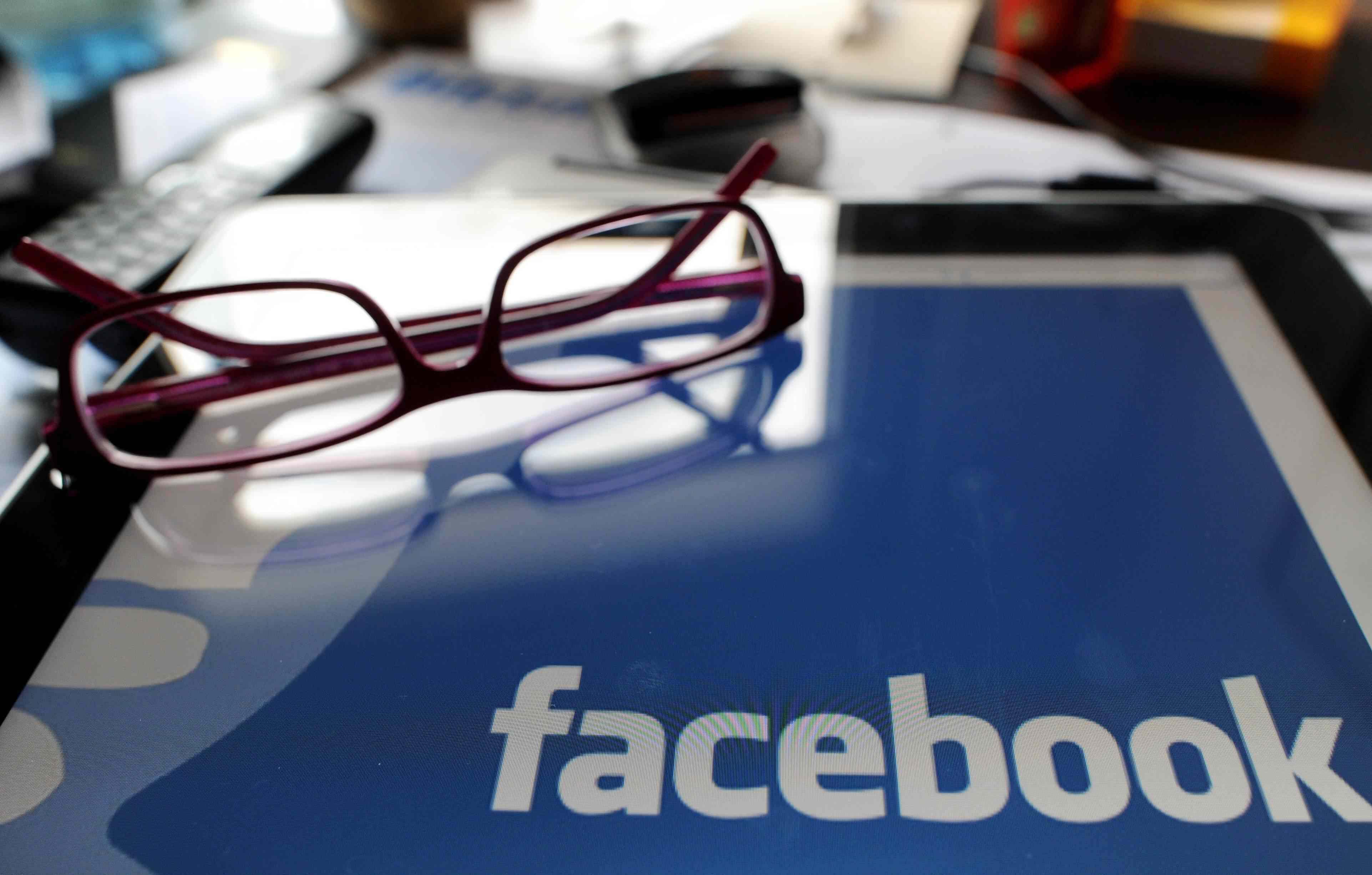 """Facebook rimuove le """"Persone che ne parlano"""" dalle pagine"""