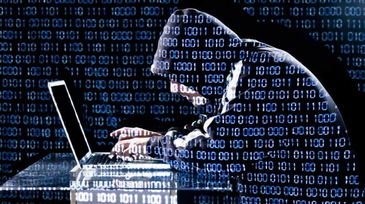Un account Facebook (hackerato) di un amico può compromettere la tua sicurezza